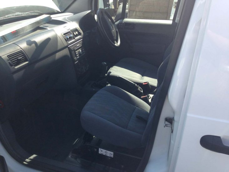 Ford Transit Connect LWB Dog Van - Air Con High Spec - Click Image to Close